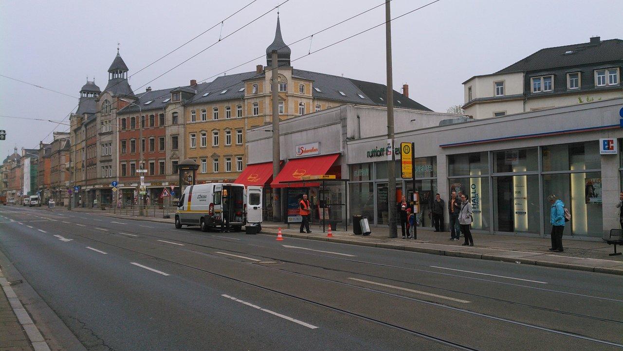 Bünaustraße seit heute wieder mit Haltestellenhäuschen