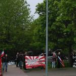 Am Merianplatz haben sich ein paar Nazis zu einer Kundgebung zusammengefunden.